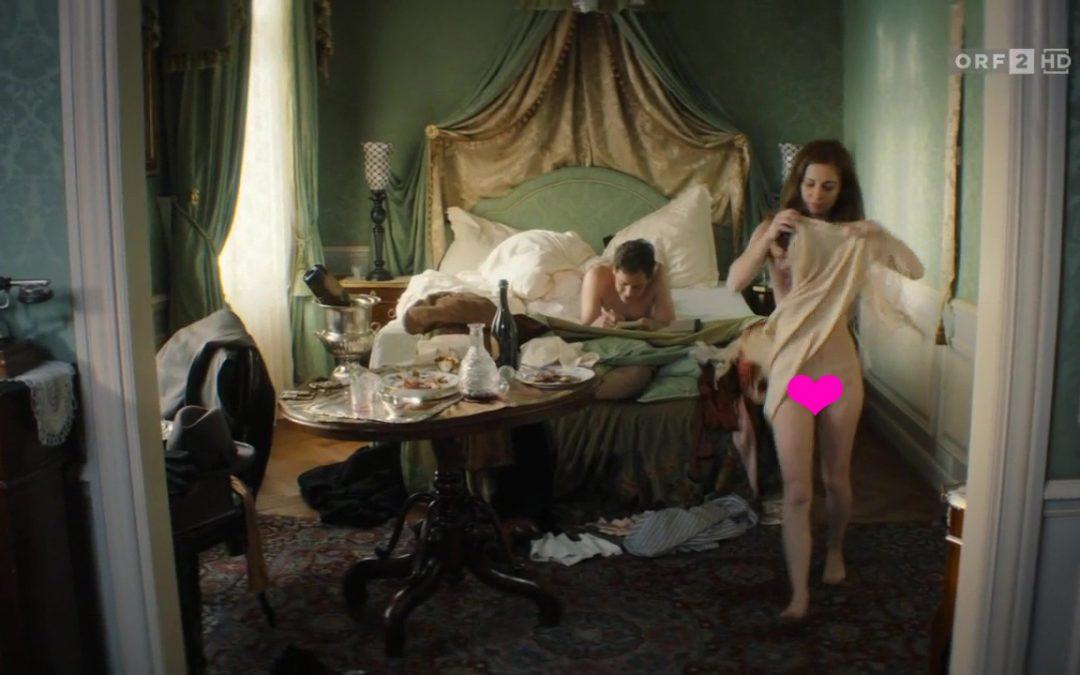 Josefine Preuss nackt Frontal in einem HD-Video zu sehen.